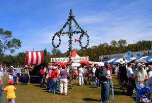 Những lễ hội truyền thống tại đất nước lá phong đỏ