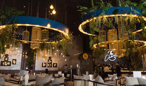 Chàng lounge khách sạn Mường Thanh Luxury Sài Gòn