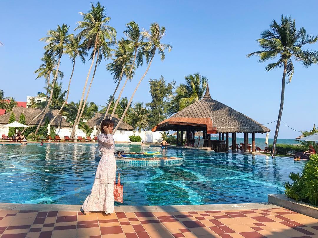 Kháchhồ bơi  sạn Mường Thanh Lý Sơn